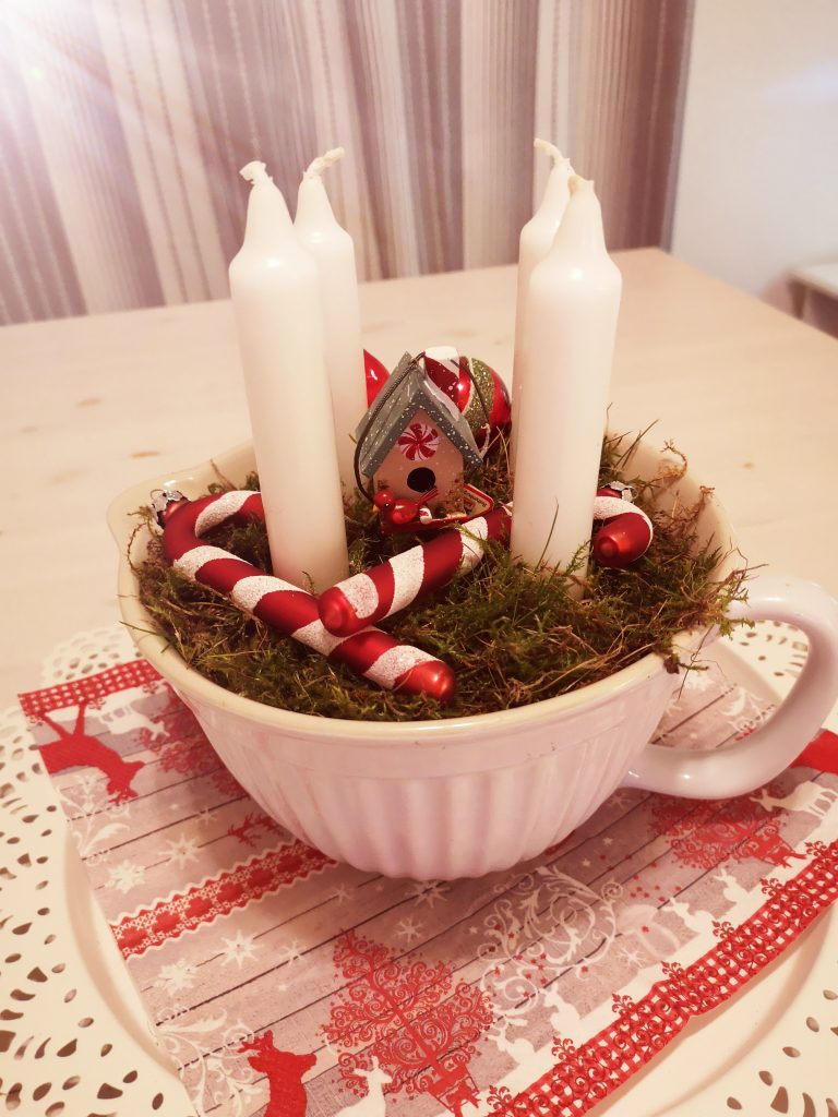 fertiger Adventskranz mit Moos aus dem Wald